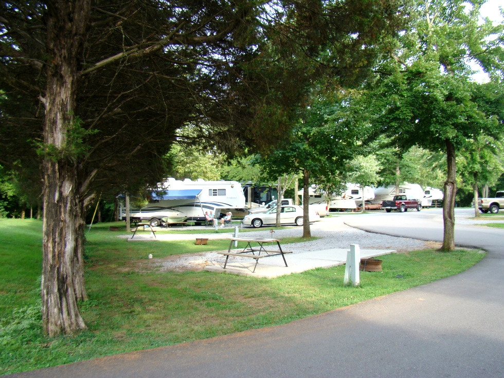 CAMPGROUND PIGEON FORGE TN - CREEKSIDE RV PARK - GOOD SAM PARK #1 CHOICE  RV Park Pigeon Forge