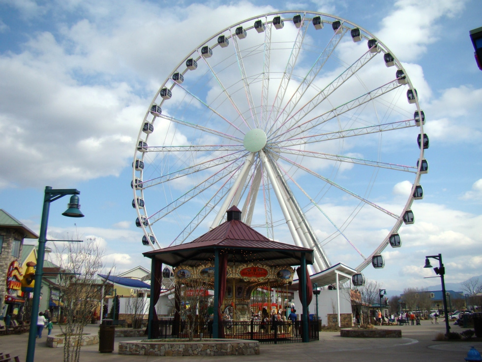The Island - Great Smoky Mountain Wheel in Pigeon forge  RV Park Pigeon Forge